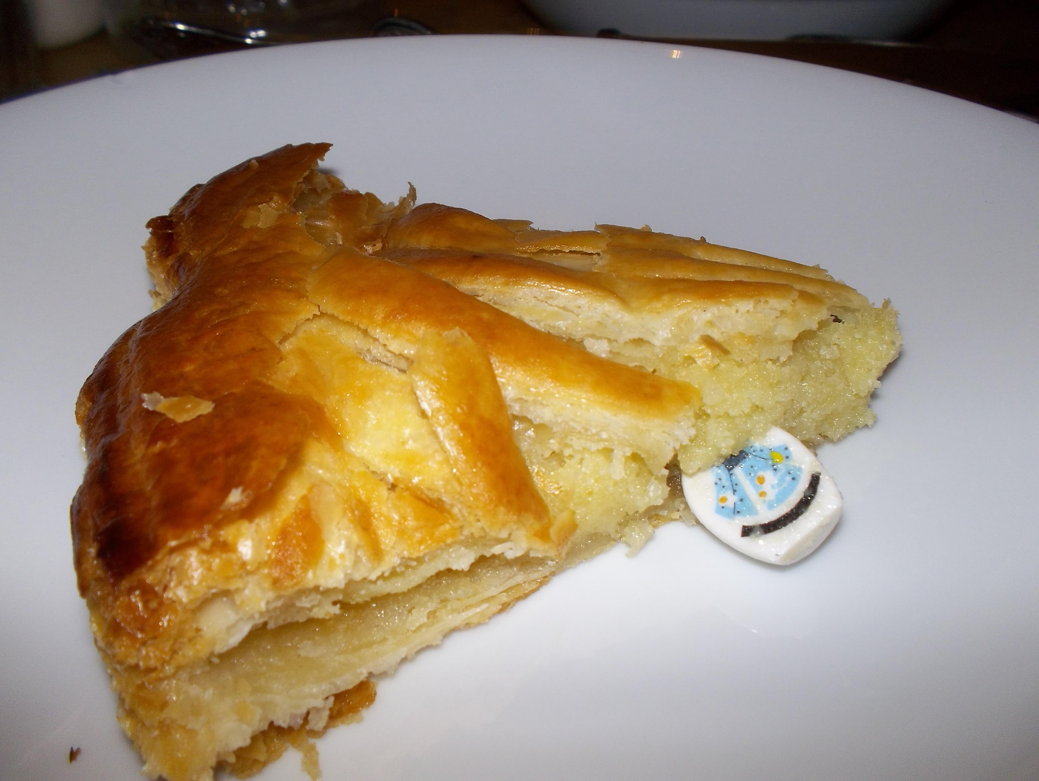Galette de rois 019 my husband drives a lemon - Decor galette des rois ...